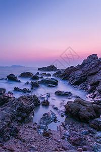 广东省深圳市大鹏新区杨梅坑鹿嘴山庄礁石慢门黎明风光图片
