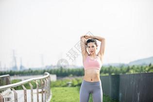女性户外运动图片
