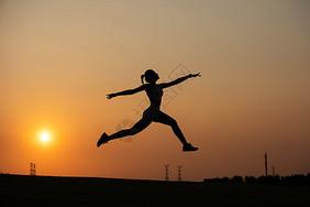 瑜伽女性夕阳剪影图片