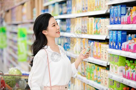 超市美女购物图片