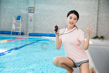 游泳教练图片
