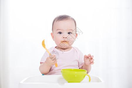 外国儿童吃辅食图片