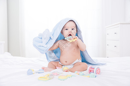 外国婴儿玩玩具图片