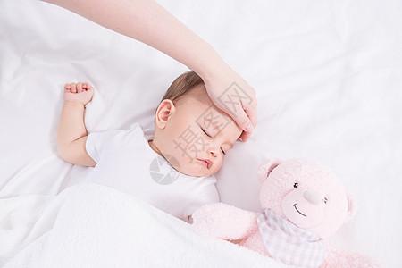母婴抚摸额头图片