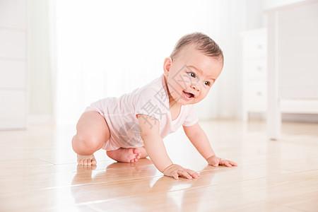 可爱婴儿爬行图片
