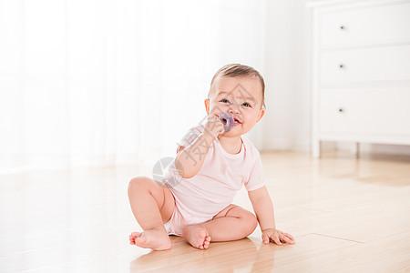 外国婴儿吃奶嘴图片
