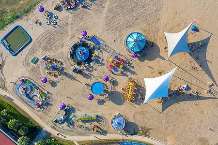 航拍沙滩上的儿童游乐场图片