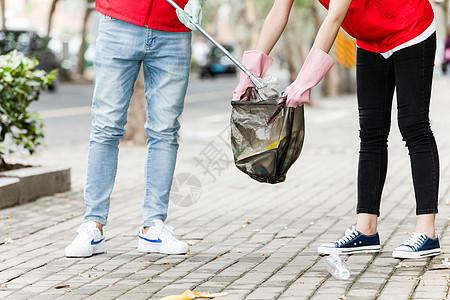 志愿者拾捡垃圾图片
