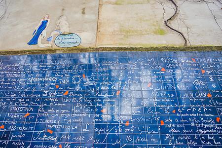 法国巴黎爱心墙图片