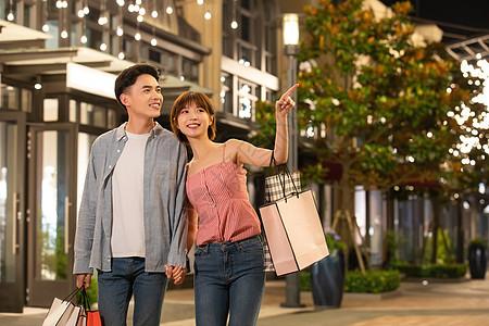 情侣逛街购物图片
