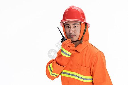 消防员使用对讲机图片