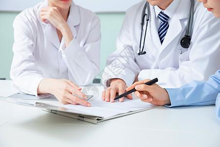 医疗团队会议室讨论图片