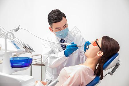 疫情下牙科医生做手术图片