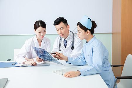 医疗团队会议室开会图片