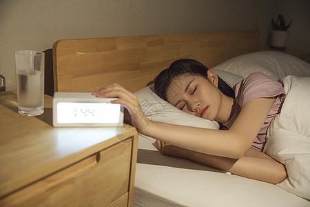 女性深夜睡眠图片