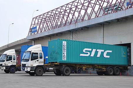 集装箱运输图片