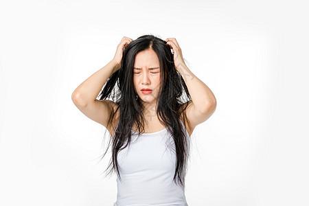 女性脱发头发毛躁图片