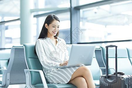 商务女士机场候车厅办公图片