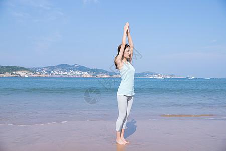 海边夏日美女瑜伽图片