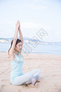 海边夏日美女冥想图片