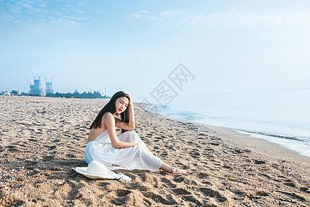 海边听音乐人像图片
