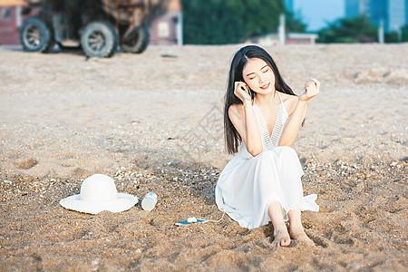 沙滩听音乐人像图片