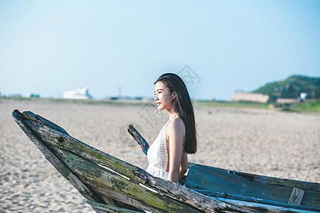 沙滩美女侧面图片