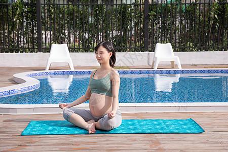 孕妇户外瑜伽图片