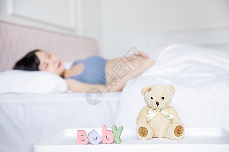 孕妇睡觉图片