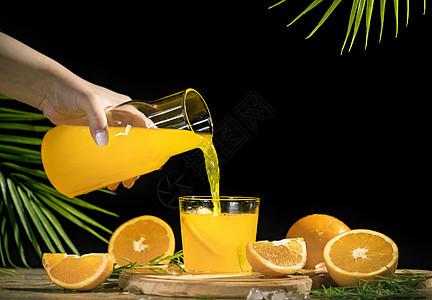 倒橙汁图片