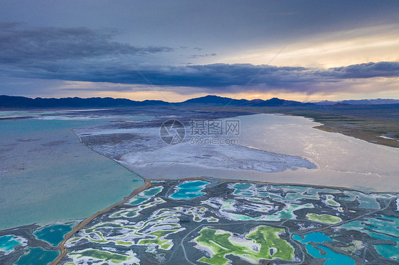 西北大柴旦翡翠湖航拍图片