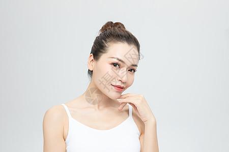 女性脸部动作特写图片