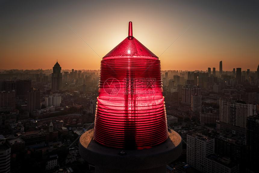 楼顶的红色警报图片