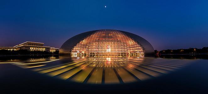 夜幕中的国家大剧院图片