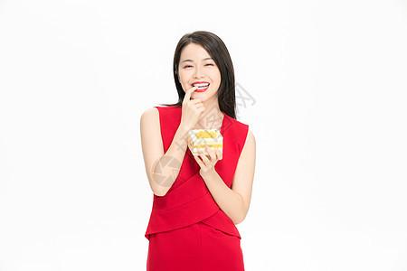 美女吃水果蛋糕图片