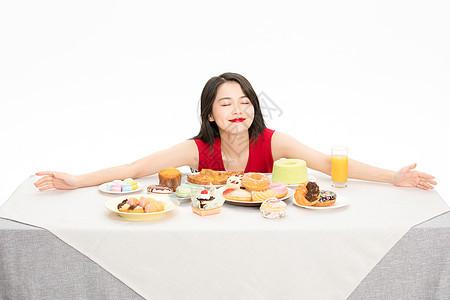 美女吃甜点图片