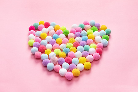 彩色毛绒球爱心图片