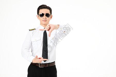 机长飞行员戴着墨镜形象图片