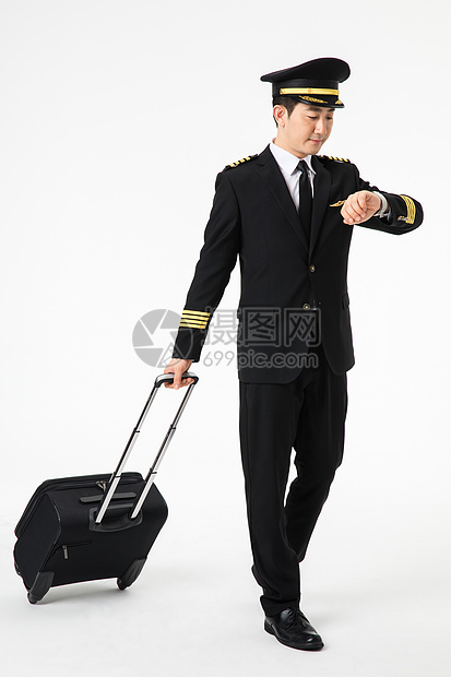 飞行员拉行李箱图片