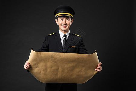 飞行员拿地图图片