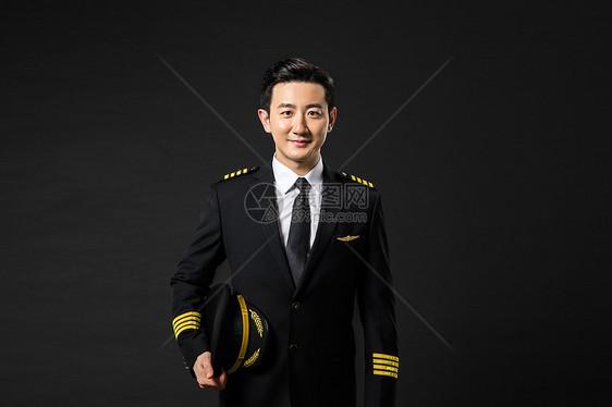 机长脱帽致敬图片