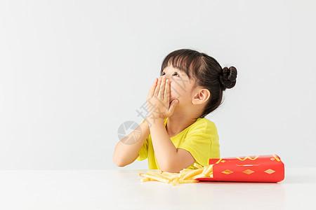 小女孩拒绝吃薯条图片