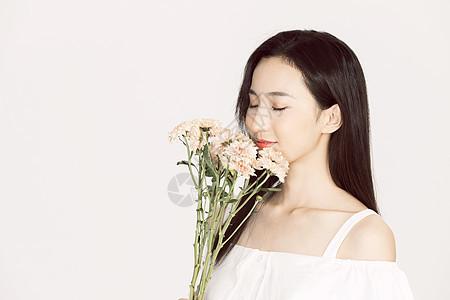 小清新美女手持鲜花图片