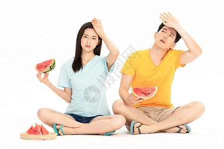 情侣夏日避暑图片