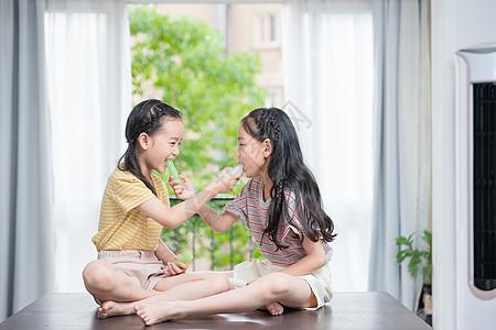 小闺蜜分享吃冰棒图片