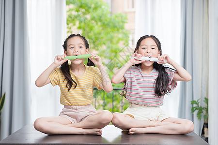 小闺蜜吃冰棒图片
