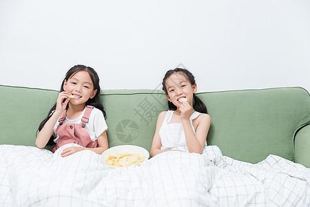 小闺蜜看电影吃薯片图片