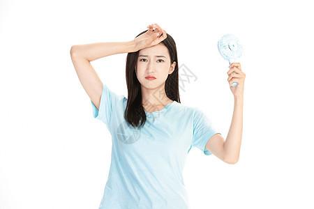 夏日美女拿着电风扇图片