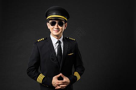 飞行员机长戴墨镜形象图片