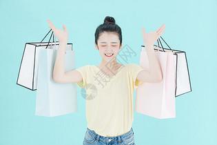 可爱女性购物图片